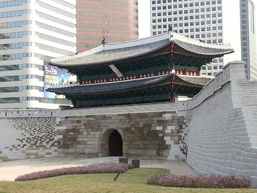 Sungnyemun Gate (Namdaemun Gate) (숭례문)
