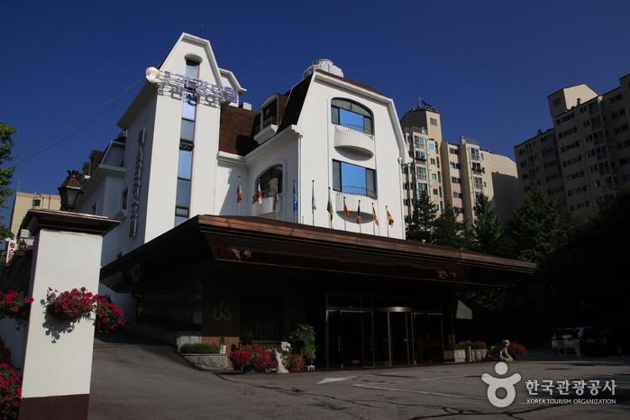 Donghwa Kim's Hotel (동화킴스관광호텔)