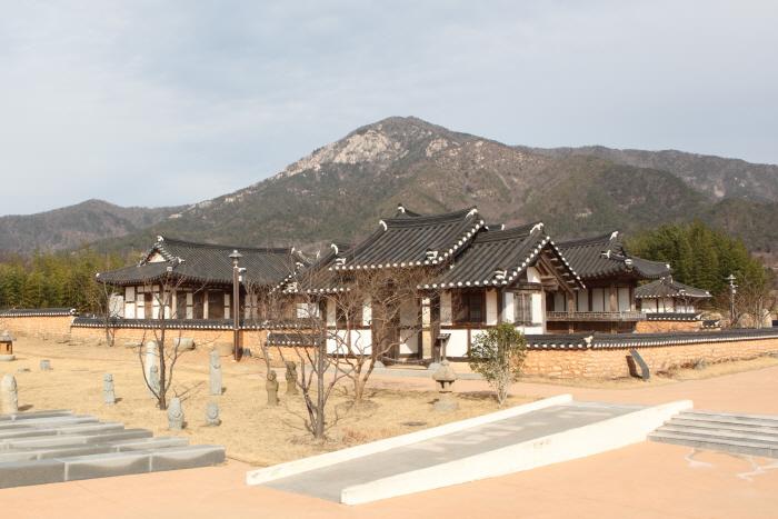 순천시립뿌리깊은나무박물관 앞으로 이전한 고 김무규 선생 생가