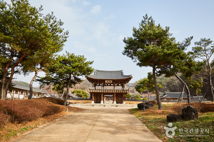 Korea Seonbi Culture Training Center (한국선비문화수련원)