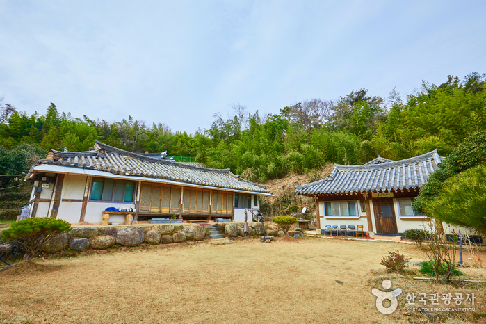 Suncheonman Bay Haeryongseong Fortress Gotaek (Old House) (순천만해룡성고택)