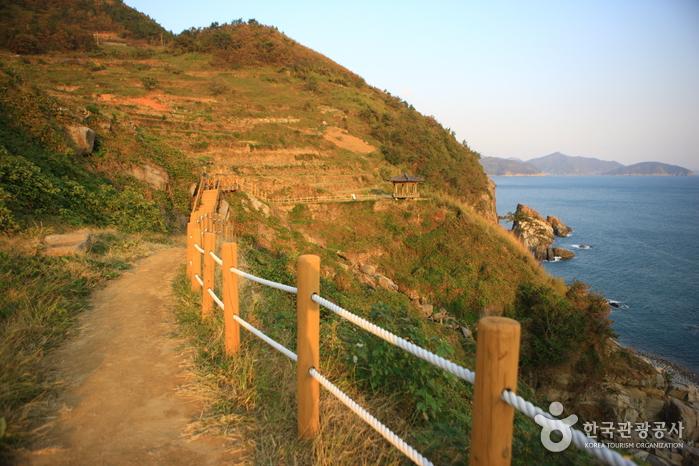 Gacheon Daraengi Village (가천 다랭이마을)