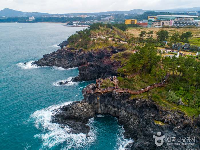 Скалы Чусан Чолли у побережья Чунмун Дэпхо25