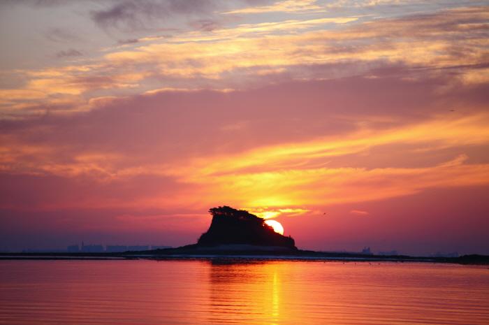Seonnyeo Rock (선녀바위)