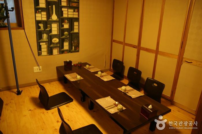 Ресторан Keungiwajip (큰기와집)5