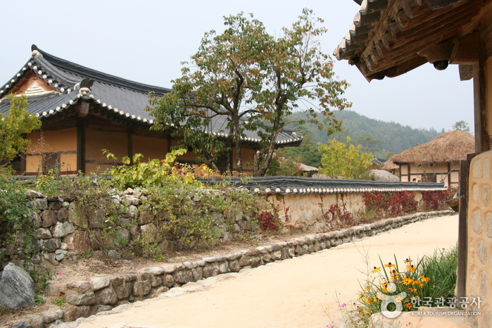 Seonbichon Village ()