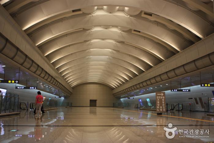 Центральный терминал экспресс-автобусов (Кёнбу/Ёндон) (서울고속버스터미널 (경부/영동))3