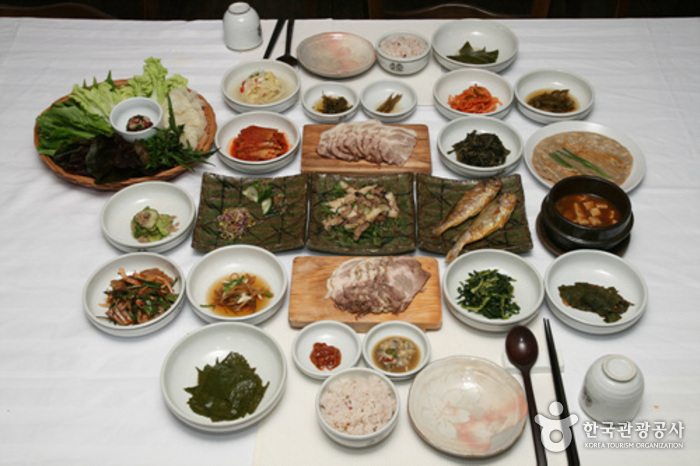 Korea Traditional Food Culture Experience Center (한국전통음식문화체험관)