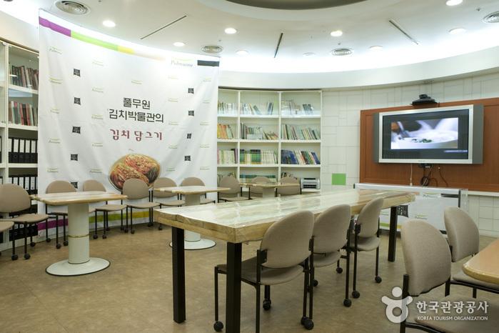 Pulmuone Kimchi Museum - All about Kimchi (풀무원김치박물관)