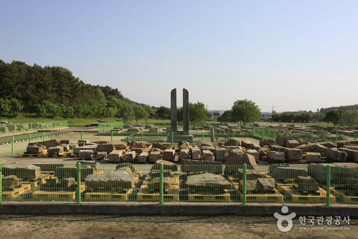 Mireuksaji (Mireuksa Temple Site) [UNESCO World Heritage] (익산 미륵사지 [유네스코 세계문화유산])