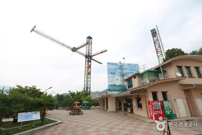 Cheongpung Land (청풍랜드)