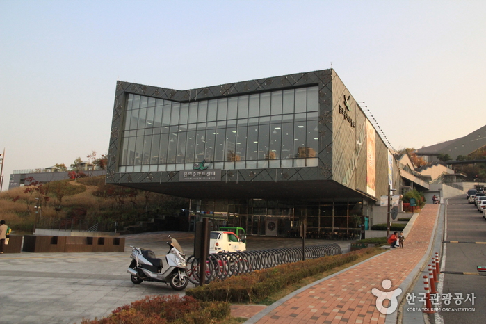 Dream Forest Art Center (꿈의숲 아트센터)