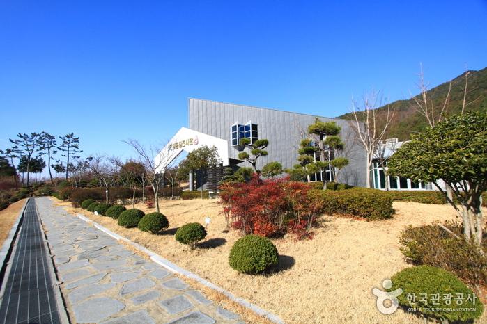 엄홍길전시관