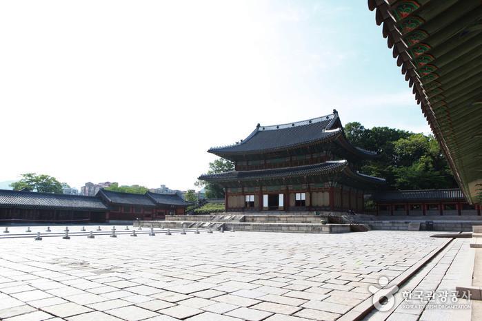 왕의 즉위식, 신하들의 하례, 외국 사신 접견 등 중요한 국가적 의식을 치르던 인정전