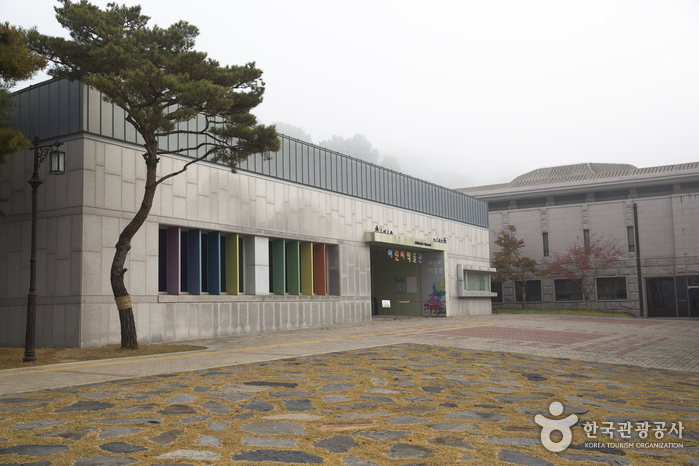 Buyeo National Museum (국립부여박물관)