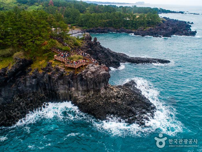Скалы Чусан Чолли у побережья Чунмун Дэпхо24