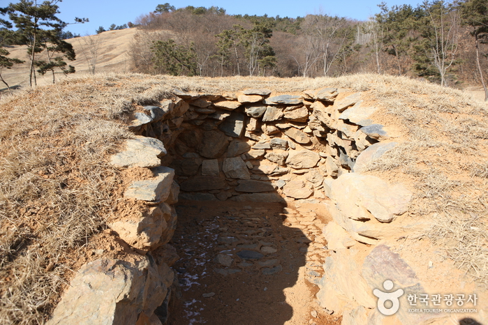 Iksan Ipjeomni Ancient Tombs (익산 입점리 고분)