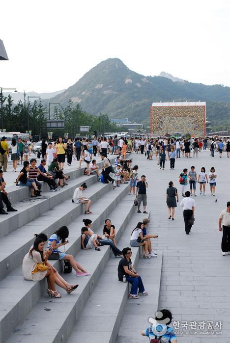 Plaza Gwanghwamun (광화문광장)24