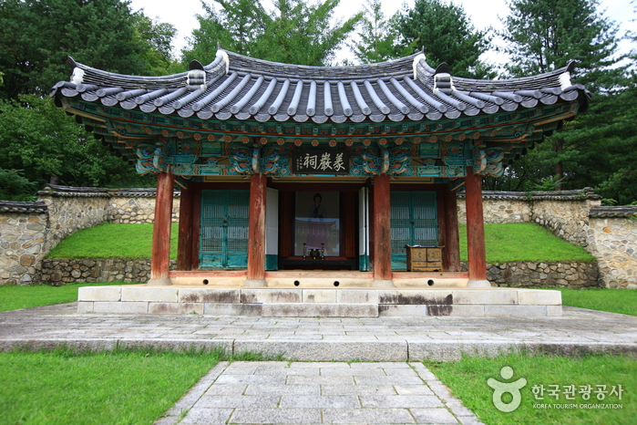 Nongae Shrine (Uiamsa Shrine) (논개사당,의암사)