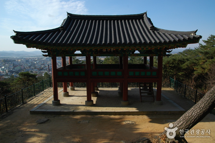 Busosanseong Fortress of Buyeo (부여 부소산성)