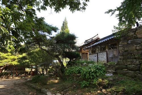 Asan Maengssi Haengdan House (Maeng Sa-seong House) (아산 맹씨행단(맹사성 고택)