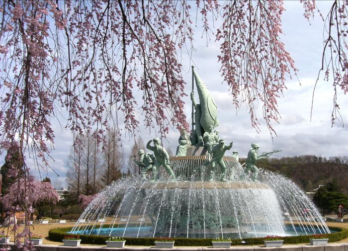 '충혼'의 수양벚꽃 마중하는 호젓한 꽃길, 국립서울현충원