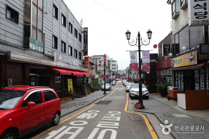 Gaehangjang (Open Port Area) Street (개항장 거리)