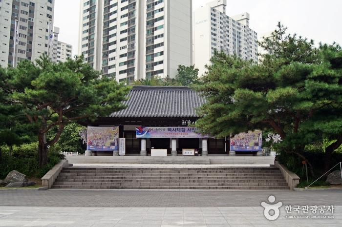 Seodaemun Independence Park (서대문독립공원)