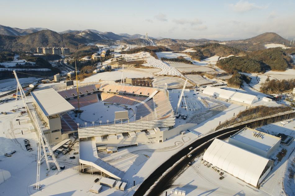 평창올림픽 스타디움과 대관령 전경