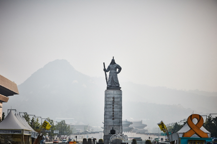 Statue of Admiral Yi Sun-Shin (충무공 이순신 동상)