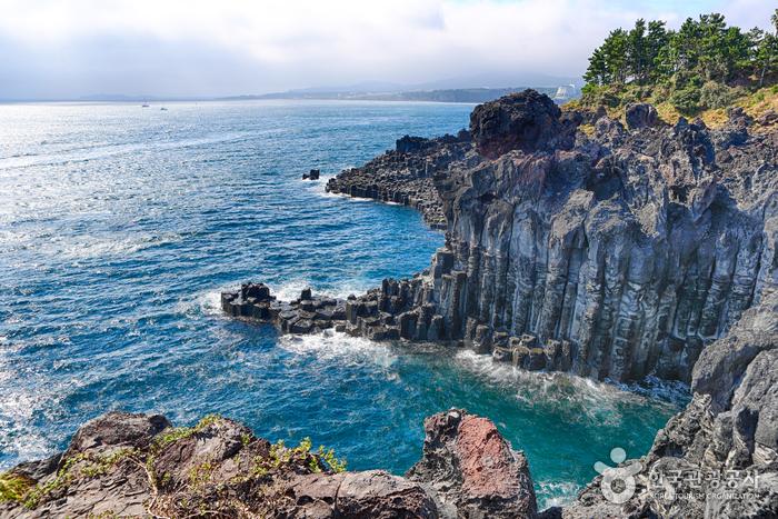 Скалы Чусан Чолли у побережья Чунмун Дэпхо23