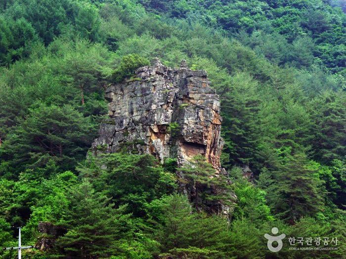 画岩観光地(画岩8景)(화암관광지(화암8경))