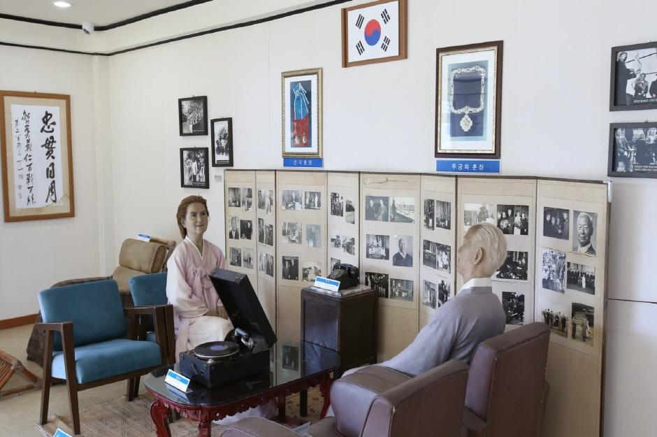 花津浦歷史安保展示館(화진포역사안보전시관)