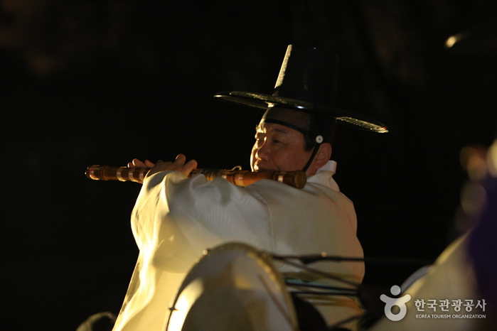Moonlight Tour at Changdeokgung Palace (창덕궁 달빛기행행사)