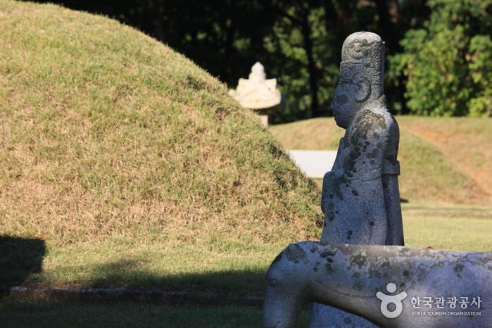 Goyang West Three Royal Tombs [UNESCO World Heritage] (고양 서삼릉(장경왕후) [유네스코 세계문화유산])