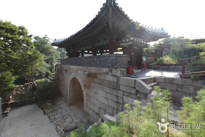 Changuimun Gate (Jahamun Gate) (창의문(자하문))