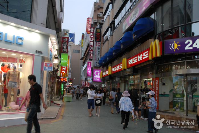 Eunhaeng-dong Euneungjeongi Culture Street (은행동 으능정이 문화의거리)