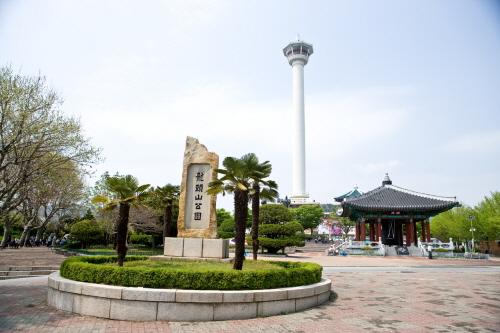Yongdusan Park (용두산 ...