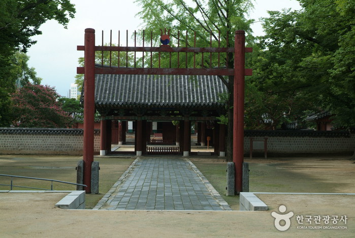 Gyeonggijeon Shrine ...