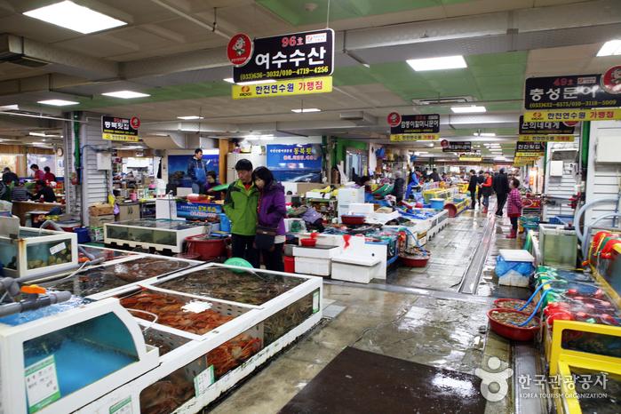 Sokcho Tourist & Fishery Market (Formerly, Jungang Market) (속초 관광수산시장 (구: 중앙시장))