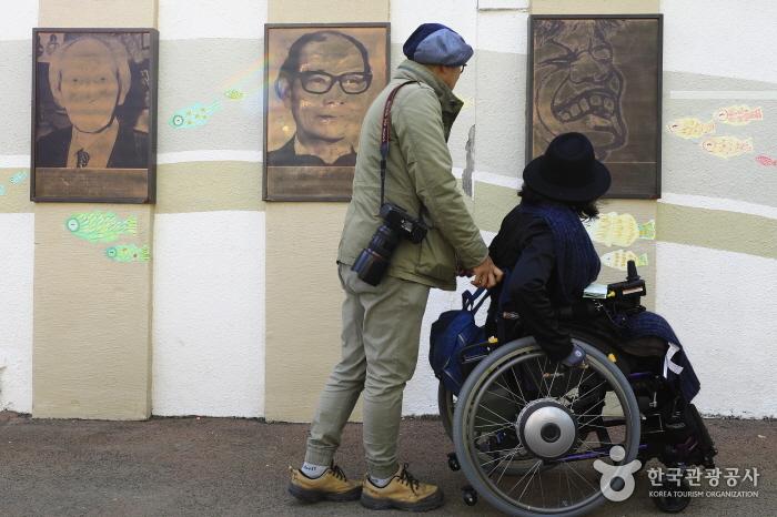 마산 예술가들의 흔적 어린 창동예술촌