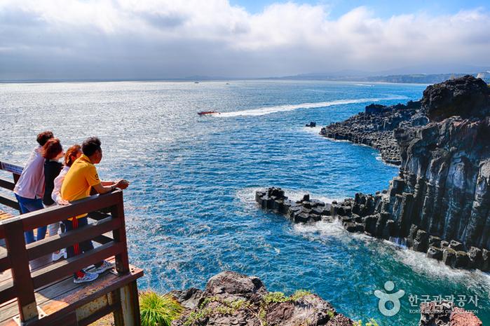 Скалы Чусан Чолли у побережья Чунмун Дэпхо22