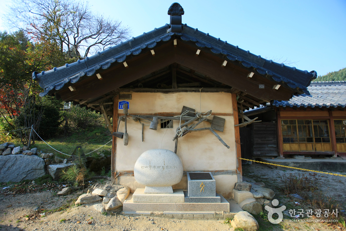 Birthplace of Lee Hyo-seok (이효석 생가터)