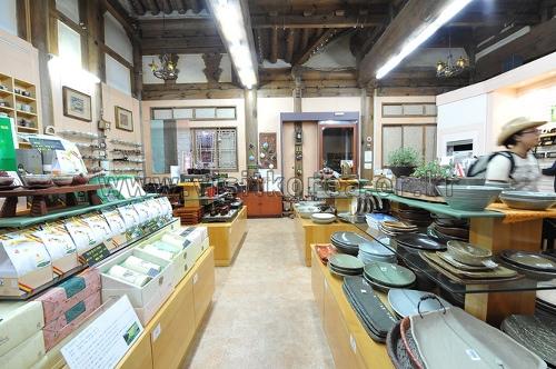 Jeonju Crafts Exhibition Hall (전주공예품전시관-전주명품관)