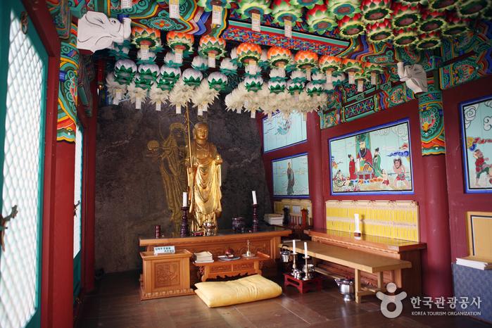 Jeongbangsa Temple (정방사)