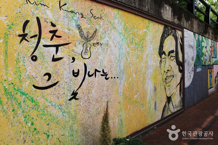 Улица имени музыканта Ким Кван Сока (김광석 길)29