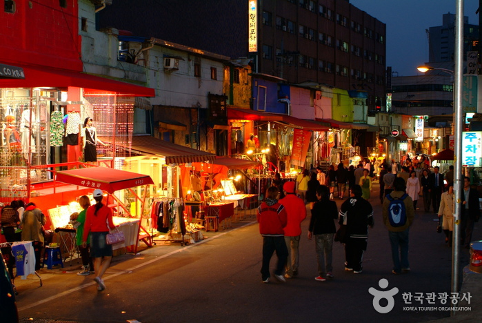 Hongdae (Hongik University Street) ()
