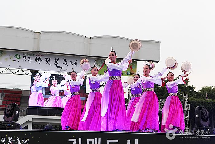 Glühwürmchen-Festival Muju (무주 반딧불축제)