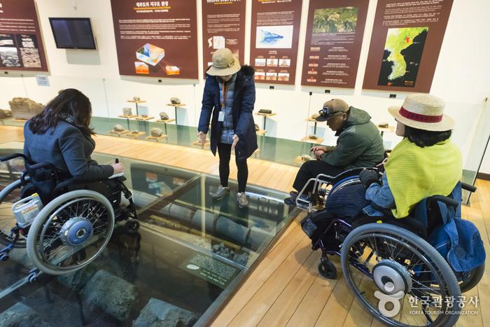 화산석의 종류의 탄생 배경을 알 수 있는 제주돌박물관