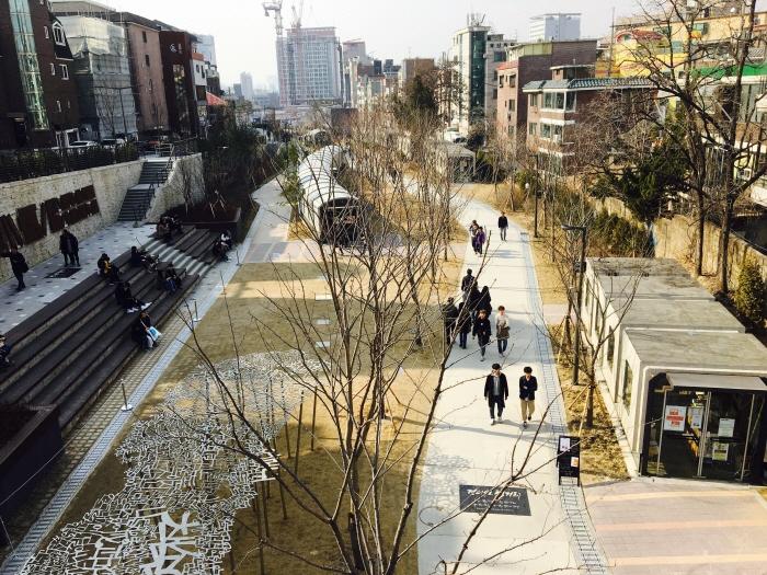Gyeongui Line Book Street (경의선책거리)